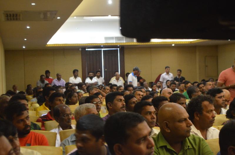 UNp meeting crowd